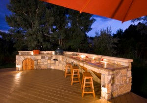 How to Build an Outdoor Bar for Your Backyard