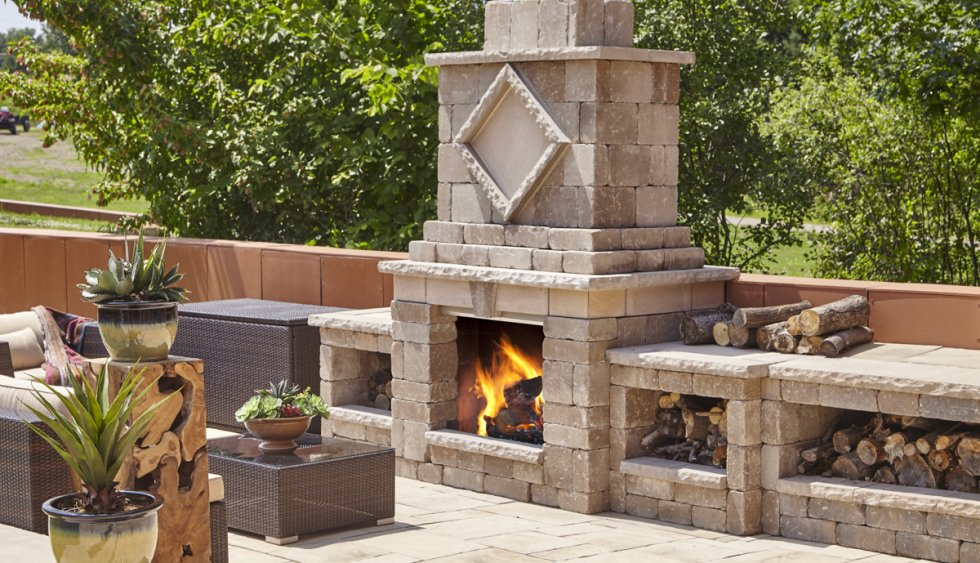 Manchester foyer fireplace camoose masonry supply for Foyer brique exterieur