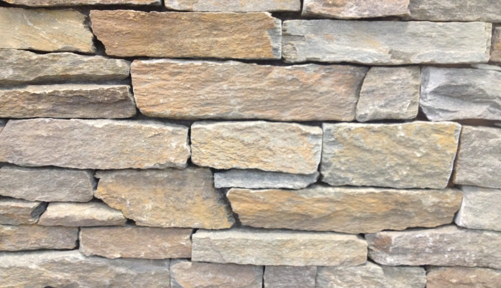 Northeast masonry natural stone veneers camoose masonry for Rustic brick veneer